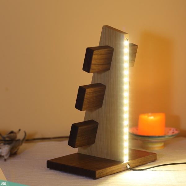 Óratartó 6 db-os LED fénnyel (diófa és cseresznyefa)